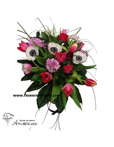 Комбиниран букет от пролетни цветя