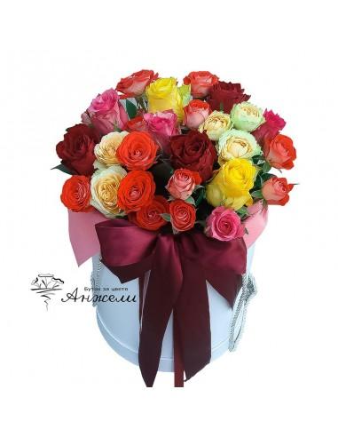 Разноцветни рози в кутия